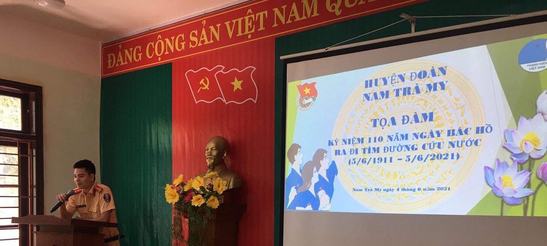 Đồng chí Nguyễn Thanh Phúc - Bí thư chi đoàn Công an huyện tham luận tại buổi tọa đàm